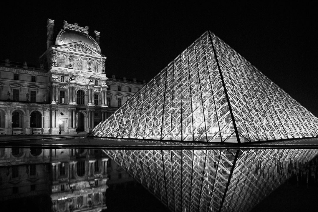 La pyramide du louvre paris photographie de sylvain mary - Construction pyramide du louvre ...