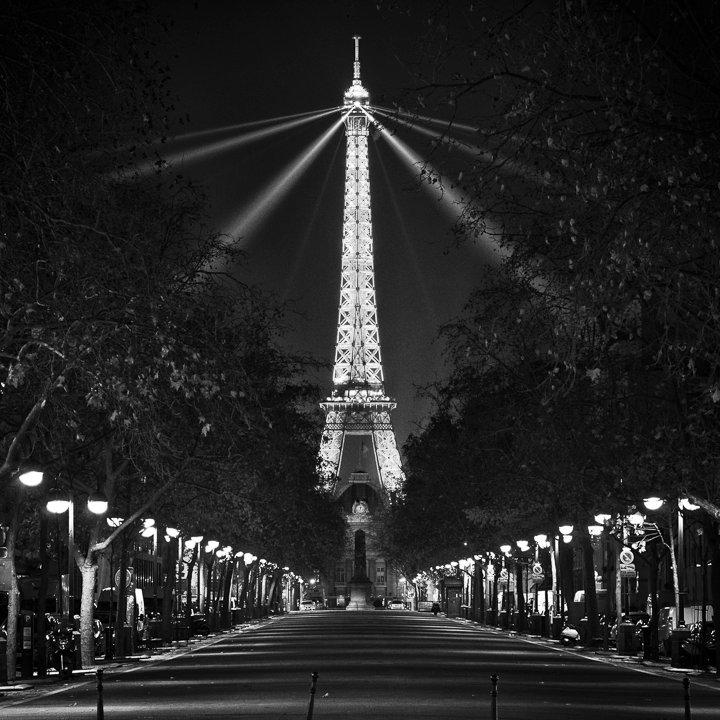 la tour eiffel depuis l 39 avenue de saxe paris photographie de sylvain mary. Black Bedroom Furniture Sets. Home Design Ideas